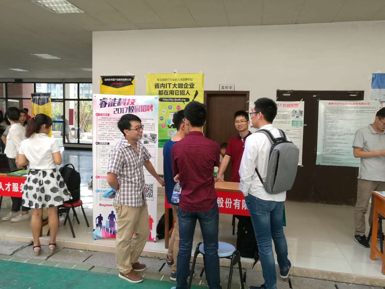 厦门大学国家示范性软件学院 the job fair was welcomed by students and companies by the mode of door to door recruitment which achieves high efficiency docking between the supply and